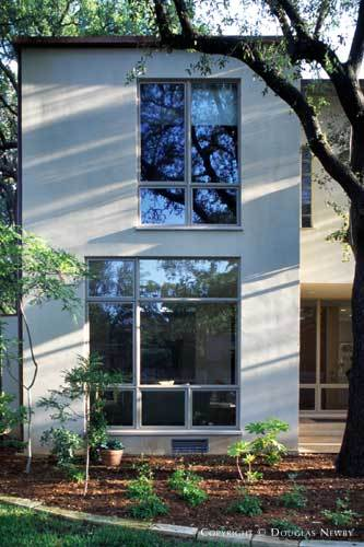 Texas Modern Home Designed by Architect Dan Shipley - 3710 Armstrong Avenue