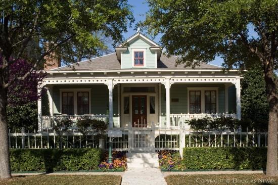 Home in Turtle Creek Corridor - 4002 Gilbert Avenue
