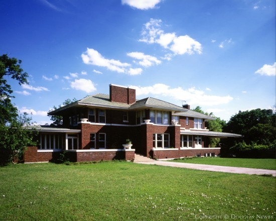Munger Place and Swiss Avenue Prairie Home sitting on 0.968 Acres