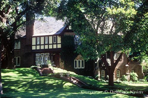 Residence in Kessler Park - 1122 North Montclair Avenue