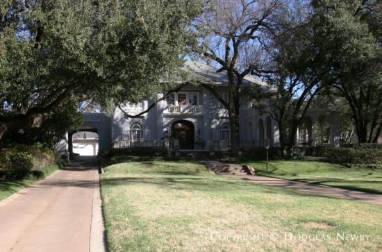 Home Designed by Architect Barnett, Haynes & Barnett - 4508 Lakeside Drive