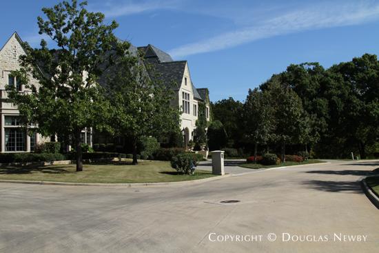 Estate Home in Glen Abbey, Gated Neighborhood