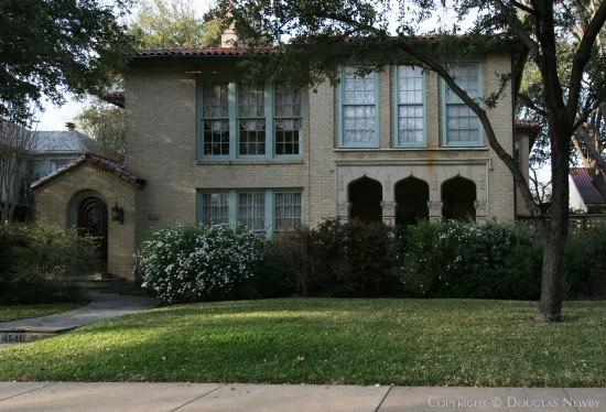 House in Highland Park - 4540 Fairway Avenue