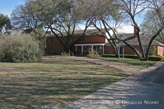 Estate Home in Preston Hollow - 4930 Brookview Drive