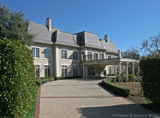 Estate Home in Preston Hollow - 4686 Meadowood Road