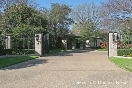 Estate Home in Preston Hollow - 4400 Williamsburg Road
