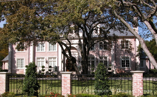 House in Preston Hollow - 5947 Woodland Drive