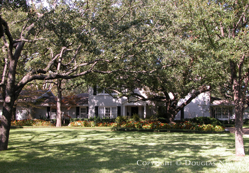 Residence in Preston Hollow - 5951 Woodland Drive