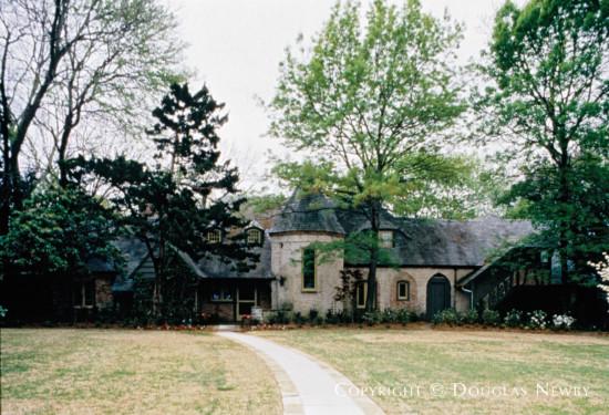 Real Estate Designed by Architect Charles S. Dilbeck - 6122 Deloache Avenue