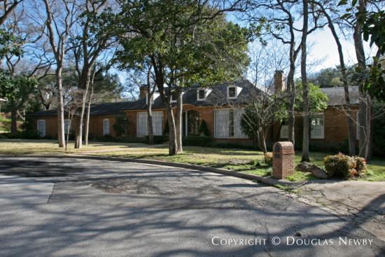 Estate Home in Preston Hollow - 4965 Wedgewood Lane