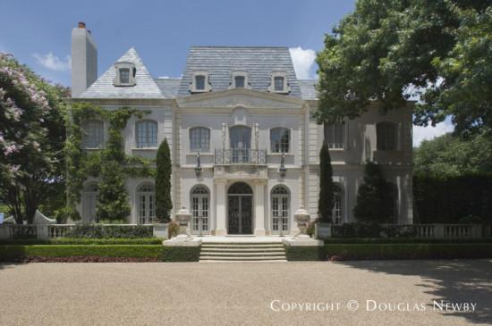 House in Preston Hollow - 5939 Deloache Avenue
