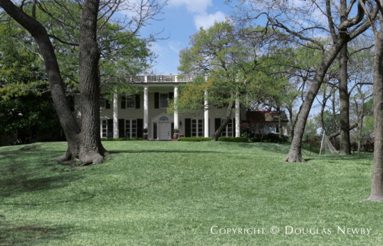 Estate Home in Bluffview Area - 4722 Shadywood Lane