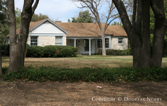 Residence in Bluffview Area - 8903 Inwood Road