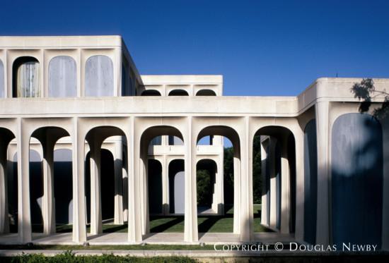 Significant Modern Estate Home Designed by Architect Philip Johnson - 10210 Strait Lane