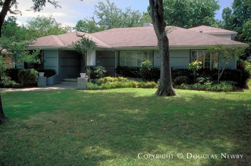Residence in Preston Hollow - 6536 Stichter Avenue