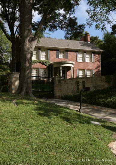 Residence in Turtle Creek Corridor - 3916 Stonebridge Drive