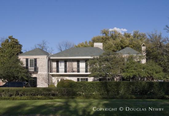 Estate Home in University Park - 6928 Vassar Avenue