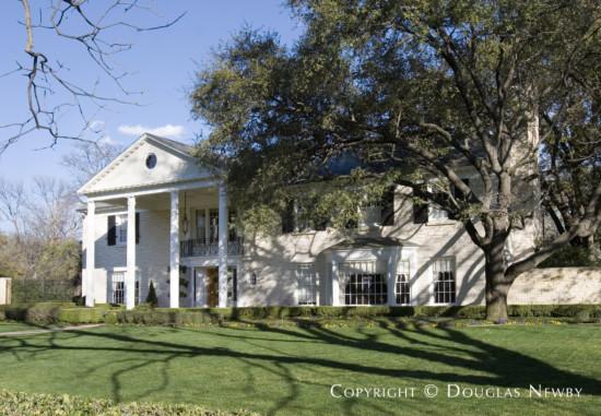 Estate Home in University Park - 6900 Turtle Creek Boulevard
