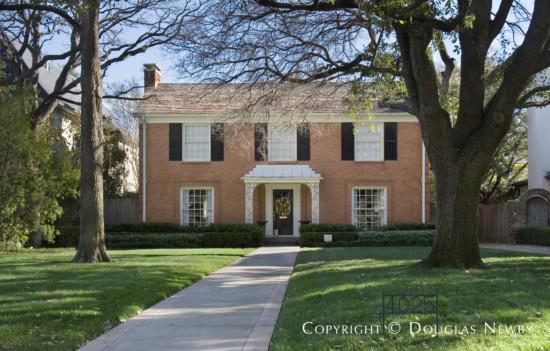 Residence in University Park - 4025 Glenwick Lane