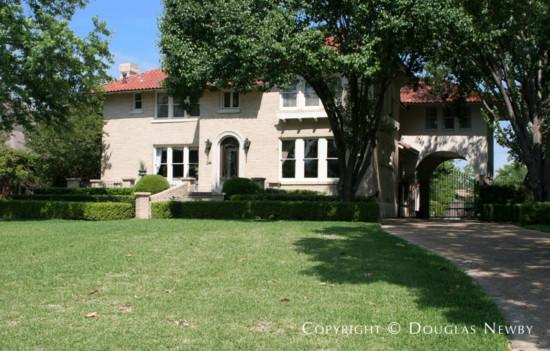 Residence in Swiss Avenue - 5007 Swiss Avenue