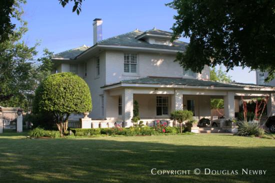 Residence in Swiss Avenue - 5210 Swiss Avenue
