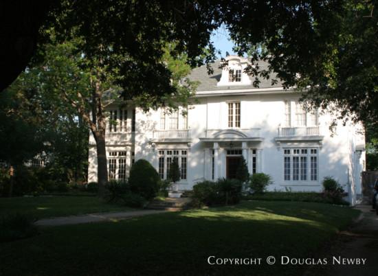 Residence in Swiss Avenue - 5408 Swiss Avenue