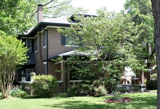 Residence in Munger Place - 4912 Junius Street