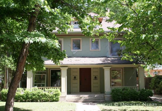Residence in Munger Place - 4922 Junius Street