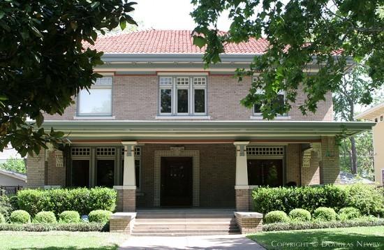 Residence in Munger Place - 4928 Junius Street