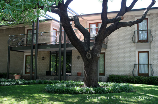 Residence in Munger Place - 4935 Junius Street