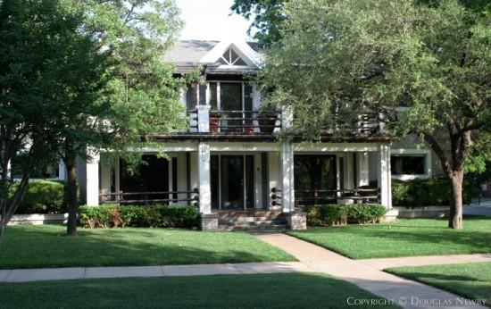 Residence in Munger Place - 5002 Junius Street