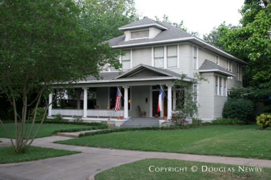 Residence in Munger Place - 5110 Junius Street