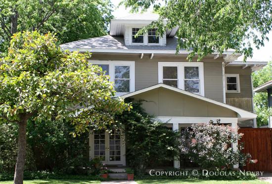 Residence in Munger Place - 5215 Junius Street