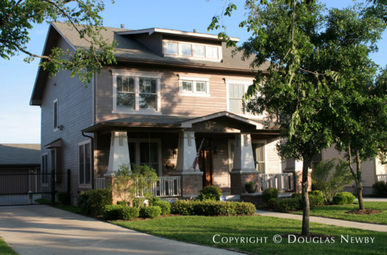 House in Munger Place - 4914 Reiger Avenue