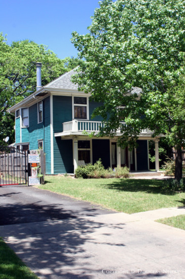 Home in Munger Place - 4935 Reiger Avenue