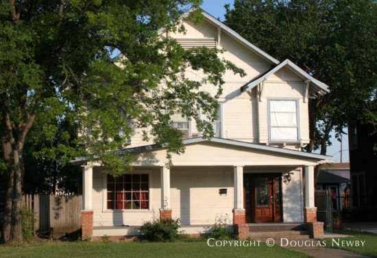 Home in Munger Place - 5006 Reiger Avenue