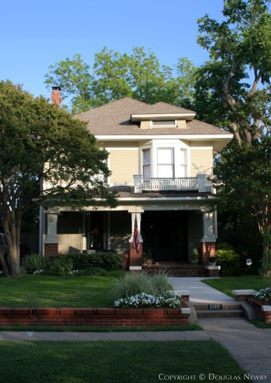 Residence in Munger Place - 5110 Reiger Avenue
