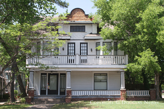 Residence in Munger Place - 5123 Reiger Avenue