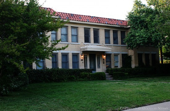 Residence in Munger Place - 4841 Tremont Street