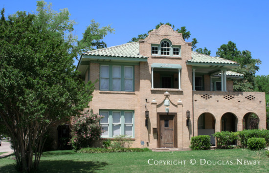 Residence in Munger Place - 5203 Tremont Street