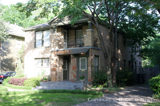 Residence in Munger Place - 5016 Victor Street