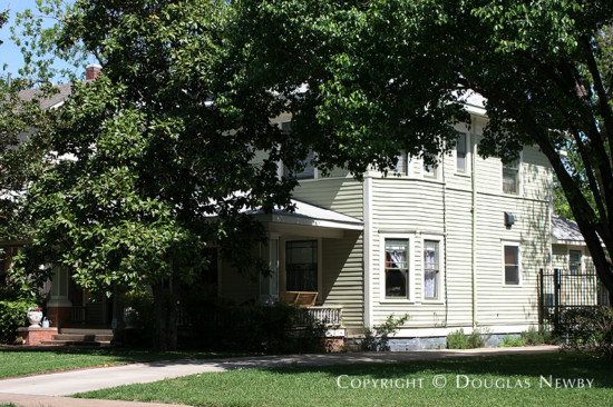 Residence in Munger Place - 4908 Worth Street